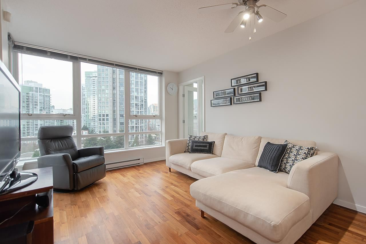 Main Photo: 1111 939 EXPO BOULEVARD in : Yaletown Condo for sale : MLS®# R2398412