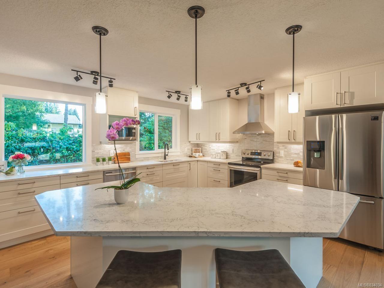 Main Photo: 527 Cleek Close in QUALICUM BEACH: PQ Qualicum Beach House for sale (Parksville/Qualicum)  : MLS®# 834034