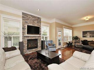 Photo 3: 526 Heatherdale Lane in VICTORIA: SW Royal Oak Row/Townhouse for sale (Saanich West)  : MLS®# 638198