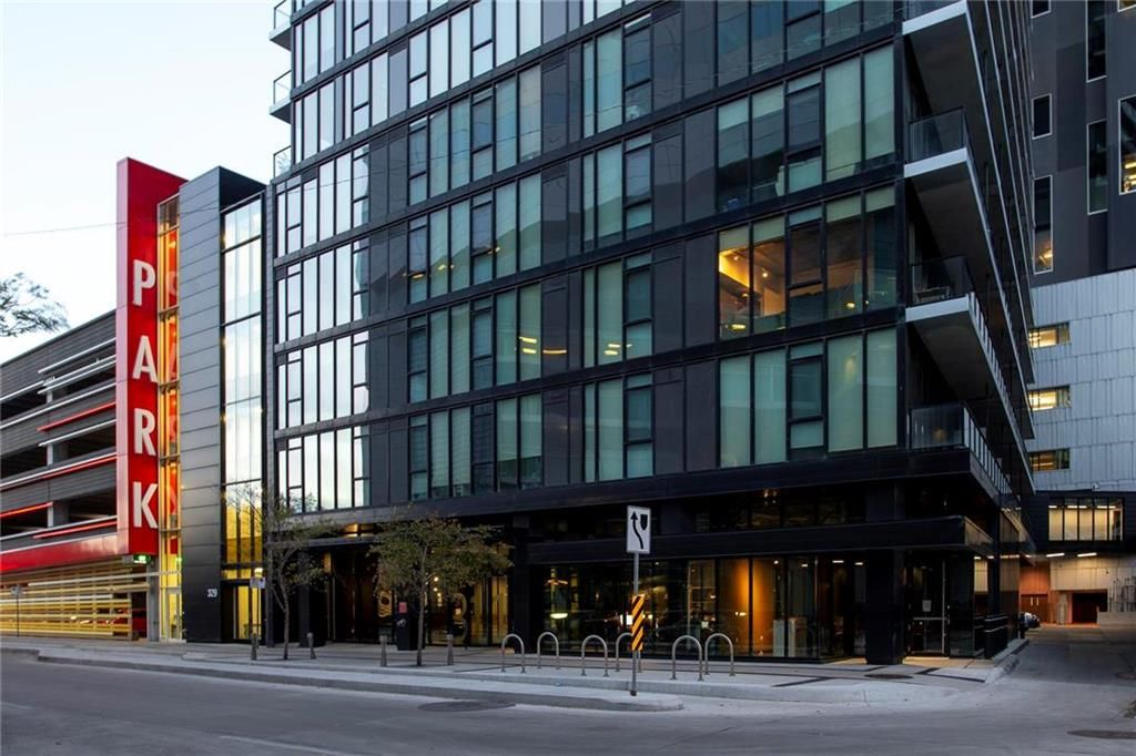 Main Photo: 1804 311 Hargrave Street in Winnipeg: Downtown Condominium for sale (9A)  : MLS®# 202124914