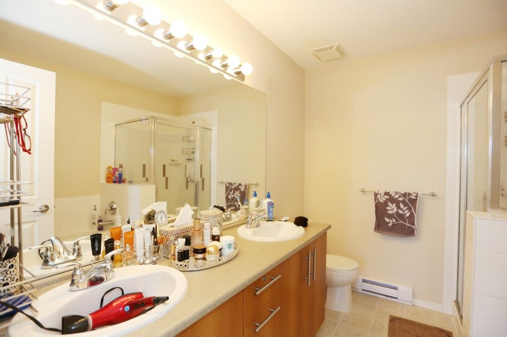"""Photo 11: Photos: 82 8089 209 Street in Langley: Willoughby Heights Townhouse for sale in """"Arborel Park"""" : MLS®# R2067787"""
