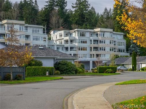Main Photo: 102 5110 Cordova Bay Rd in VICTORIA: SE Cordova Bay Condo for sale (Saanich East)  : MLS®# 746274