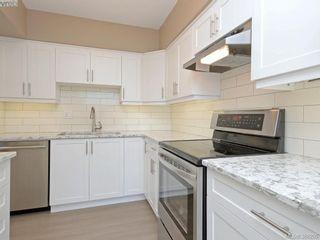 Photo 4: 603 250 Douglas St in VICTORIA: Vi James Bay Condo for sale (Victoria)  : MLS®# 780161