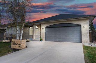 Photo 1: 200 Lindenwood Drive East in Winnipeg: Linden Woods Residential for sale (1M)  : MLS®# 202111718