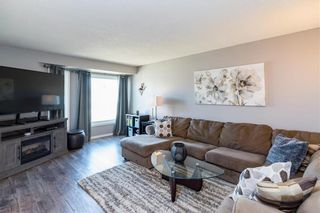 Photo 2: 236 Fernbank Avenue in Winnipeg: Riverbend Residential for sale (4E)  : MLS®# 202111424
