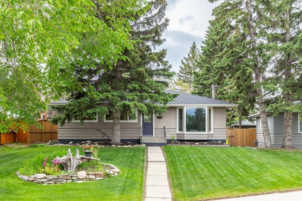 Main Photo: 73 Langton Drive SW in Calgary: North Glenmore Park Detached for sale : MLS®# A1112301