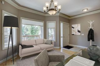 Photo 2: 434 19 Avenue NE in Calgary: Winston Heights/Mountview Detached for sale : MLS®# A1122987
