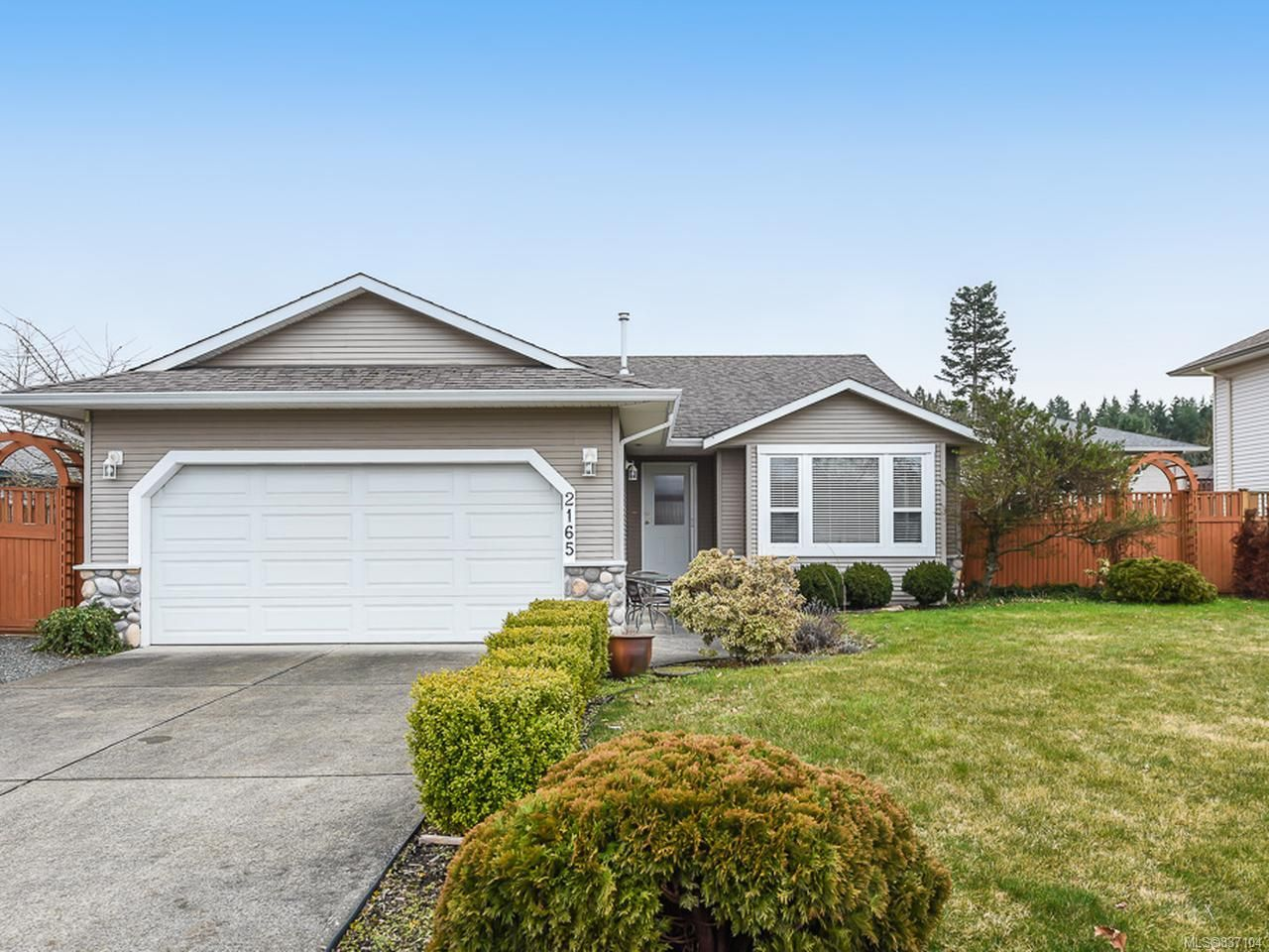 Main Photo: 2165 Hawk Dr in COURTENAY: CV Courtenay East House for sale (Comox Valley)  : MLS®# 837104