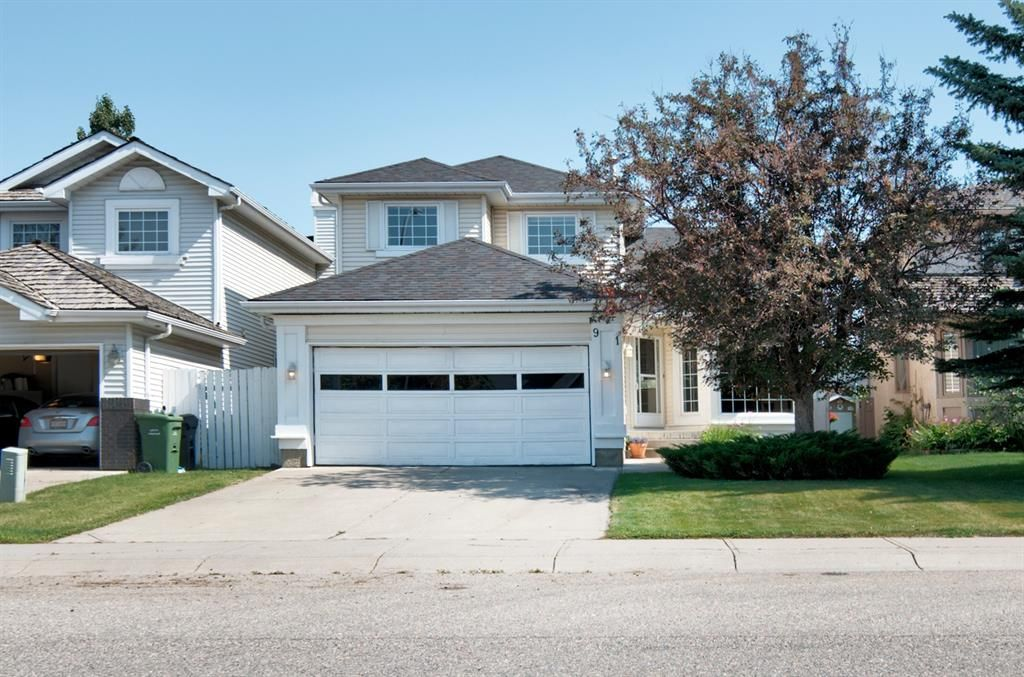 Main Photo: 91 Douglas Woods Hill SE in Calgary: Douglasdale/Glen Detached for sale : MLS®# A1017317