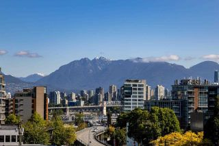 """Photo 1: 602 1633 W 10TH Avenue in Vancouver: Fairview VW Condo for sale in """"Hennessy House"""" (Vancouver West)  : MLS®# R2584131"""