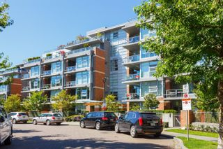 Main Photo: 102 365 Waterfront Cres in : Vi Rock Bay Condo for sale (Victoria)  : MLS®# 870165