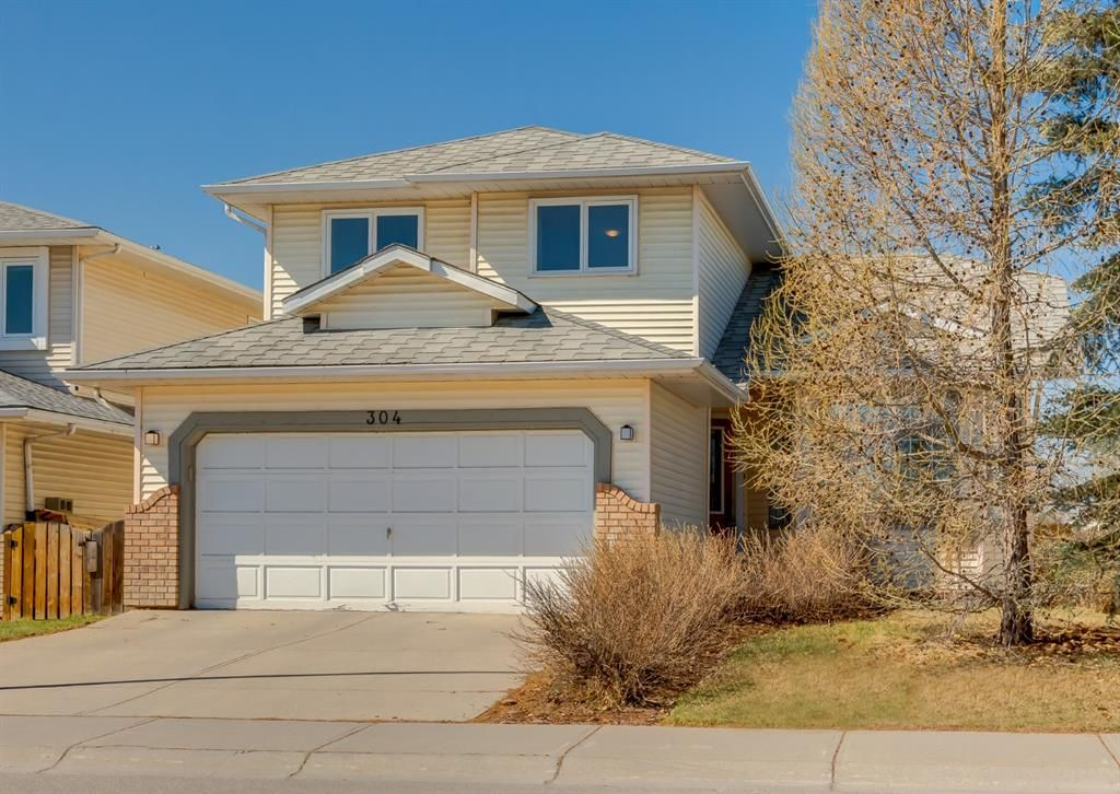 Main Photo: 304 Riverbend Drive SE in Calgary: Riverbend Detached for sale : MLS®# A1098367