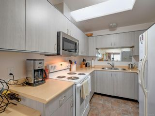 Photo 7: 6 1356 Slater St in : Vi Mayfair Row/Townhouse for sale (Victoria)  : MLS®# 884232