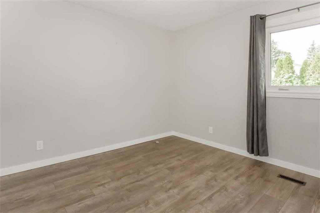 Photo 11: Photos: 31 Lamirande Place in Winnipeg: Richmond Lakes Residential for sale (1Q)  : MLS®# 202119515
