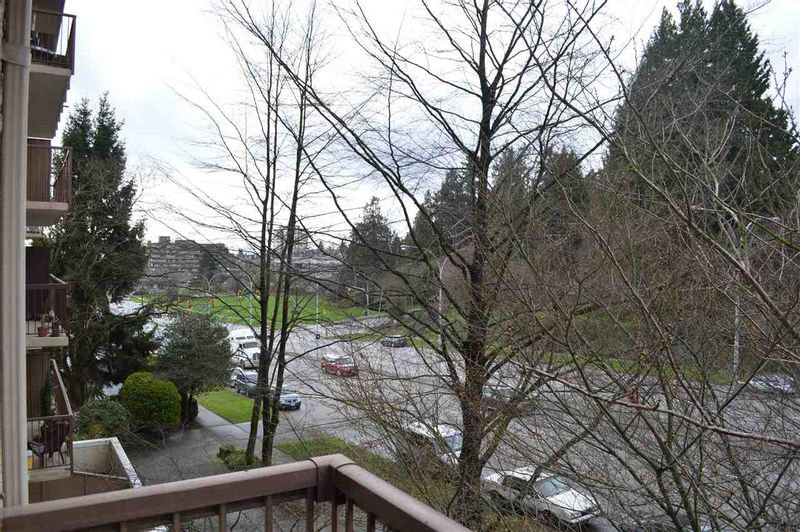 FEATURED LISTING: 406 320 ROYAL AVENUE