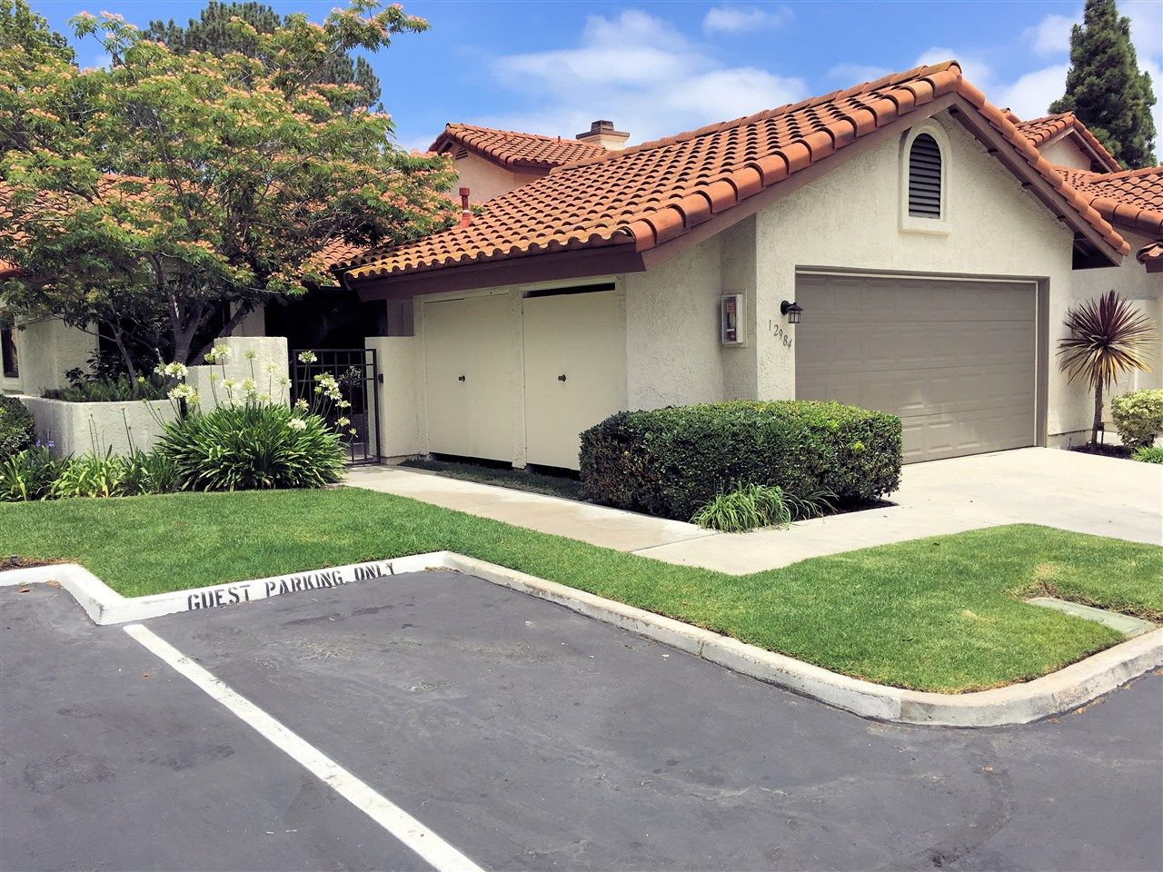 Photo 2: Photos: EAST DEL MAR Townhouse for sale : 2 bedrooms : 12984 Candela Pl in San Diego