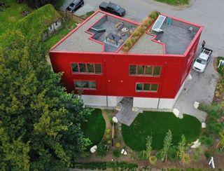 Photo 2: 38707 GARIBALDI Avenue in Squamish: Northyards 1/2 Duplex for sale : MLS®# R2615864