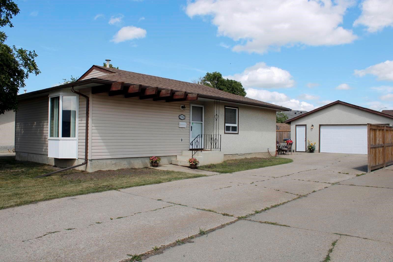 Main Photo: 17283 104 Street in Edmonton: Zone 27 House for sale : MLS®# E4253302