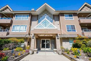 """Photo 3: 207 15375 17TH Avenue in Surrey: King George Corridor Condo for sale in """"CARMEL PLACE"""" (South Surrey White Rock)  : MLS®# R2564835"""