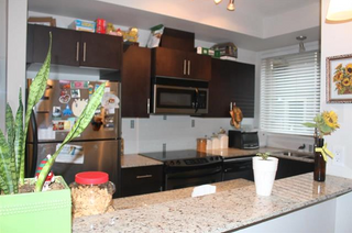 Photo 3: 224 2108 Rowland Street in Port Coquitlam: Central Pt Coquitlam Townhouse for sale : MLS®# R2043092