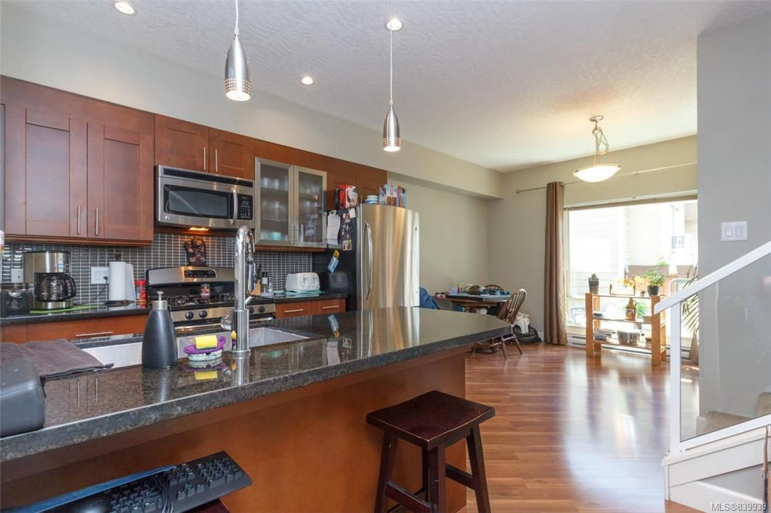 Photo 8: Photos: 205 785 Station Ave in Langford: La Langford Proper Row/Townhouse for sale : MLS®# 839939