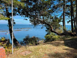 Photo 2: 555 BAYVIEW Drive: Mayne Island House for sale (Islands-Van. & Gulf)  : MLS®# R2620855
