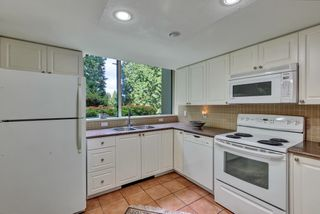 """Photo 14: 103 1745 MARTIN Drive in White Rock: Sunnyside Park Surrey Condo for sale in """"SOUTH WYND"""" (South Surrey White Rock)  : MLS®# R2617912"""