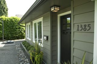 """Photo 2: 1385 REDWOOD Street in North Vancouver: Norgate House for sale in """"NORGATE"""" : MLS®# R2170500"""