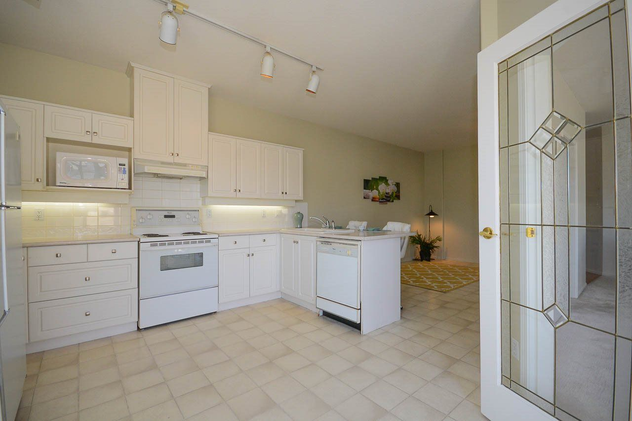 """Photo 5: Photos: 302S 1100 56 Street in Delta: Tsawwassen East Condo for sale in """"ROYAL OAKS"""" (Tsawwassen)  : MLS®# R2093425"""