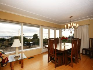 Photo 13: 2095 Mathers Avenue in Vancouver: Ambleside Condo for sale (Vancouver West)  : MLS®# V1047700