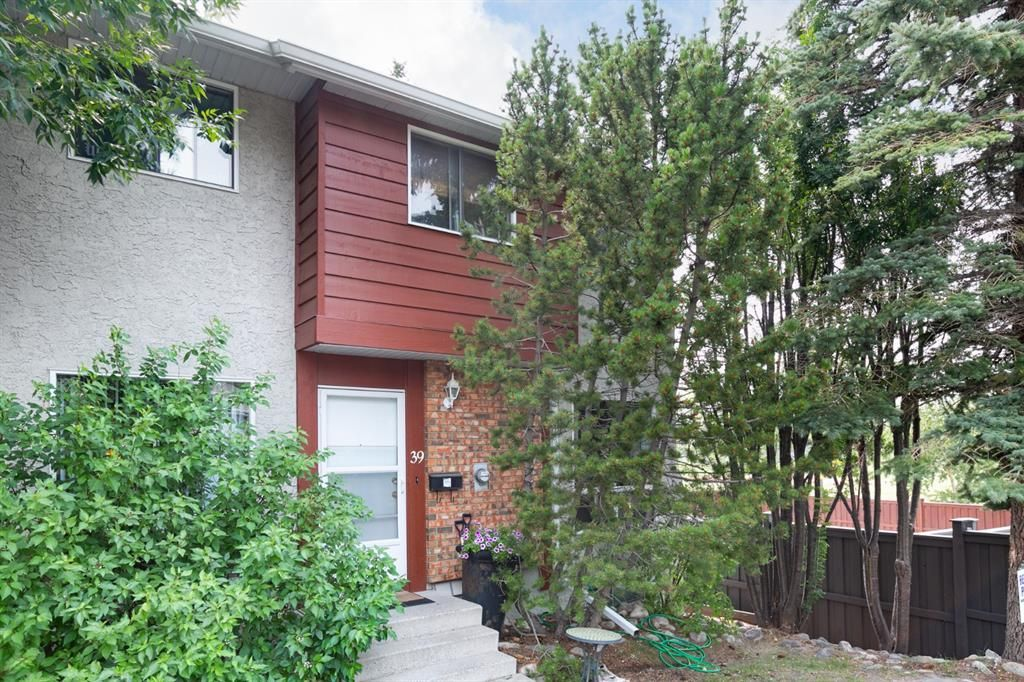 Main Photo: 39 6915 Ranchview Drive NW in Calgary: Ranchlands Row/Townhouse for sale : MLS®# A1133456