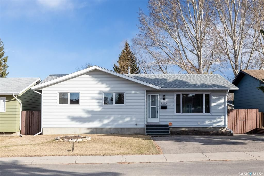 Main Photo: 242 Streb Crescent in Saskatoon: Parkridge SA Residential for sale : MLS®# SK851591