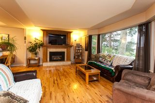 Photo 2: 5864 181A Street in Surrey: Cloverdale BC House for sale (Cloverdale)  : MLS®# R2043780