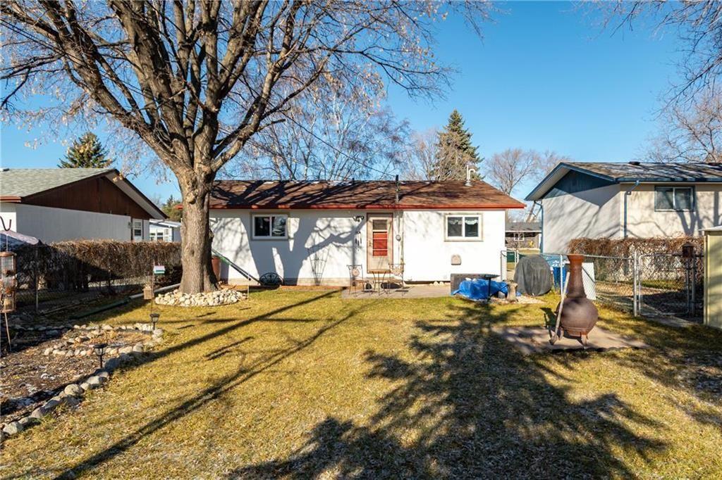 Photo 18: Photos: 34 Glenthorne Crescent in Winnipeg: Bright Oaks Residential for sale (2C)  : MLS®# 202027817