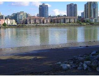 """Photo 10: 217 83 STAR Crescent in New_Westminster: Queensborough Condo for sale in """"RESIDENCE BY THE RIVER"""" (New Westminster)  : MLS®# V728524"""