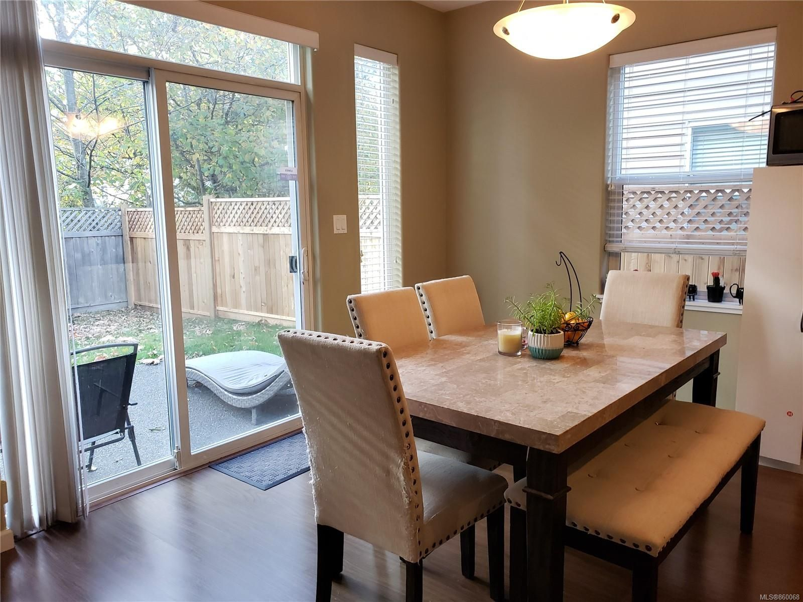 Photo 10: Photos: 105 2787 1st St in Courtenay: CV Courtenay City House for sale (Comox Valley)  : MLS®# 860068
