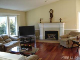 Photo 2: 2522 Bellbarbie Cres in VICTORIA: La Mill Hill House for sale (Langford)  : MLS®# 497138