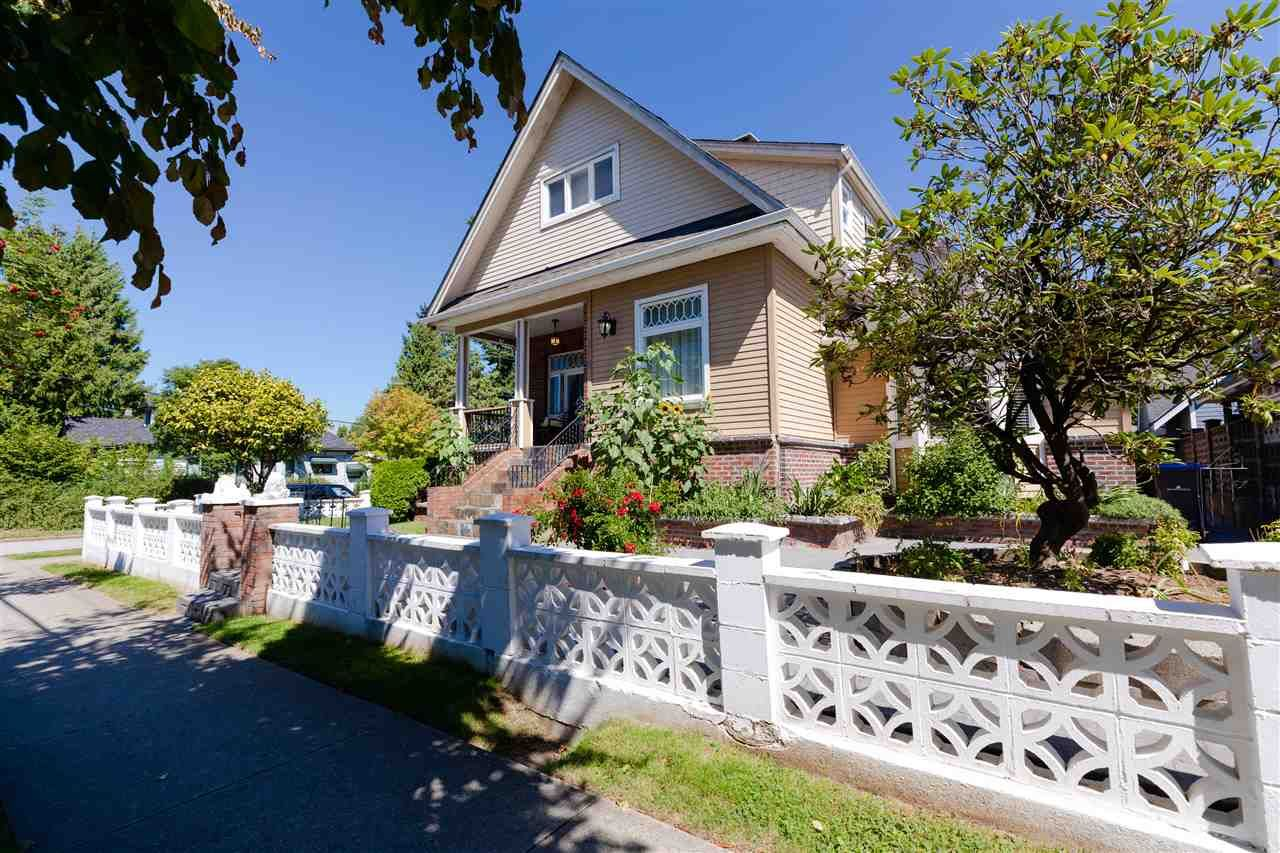 """Main Photo: 715 FOURTH Street in New Westminster: GlenBrooke North House for sale in """"Glenbrooke North"""" : MLS®# R2492416"""