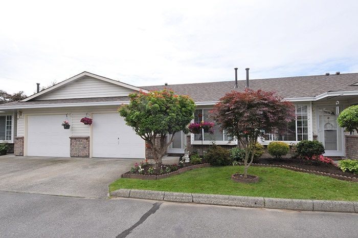Main Photo: 10 18960 ADVENT ROAD in Pitt Meadows: Central Meadows Townhouse for sale : MLS®# R2077067