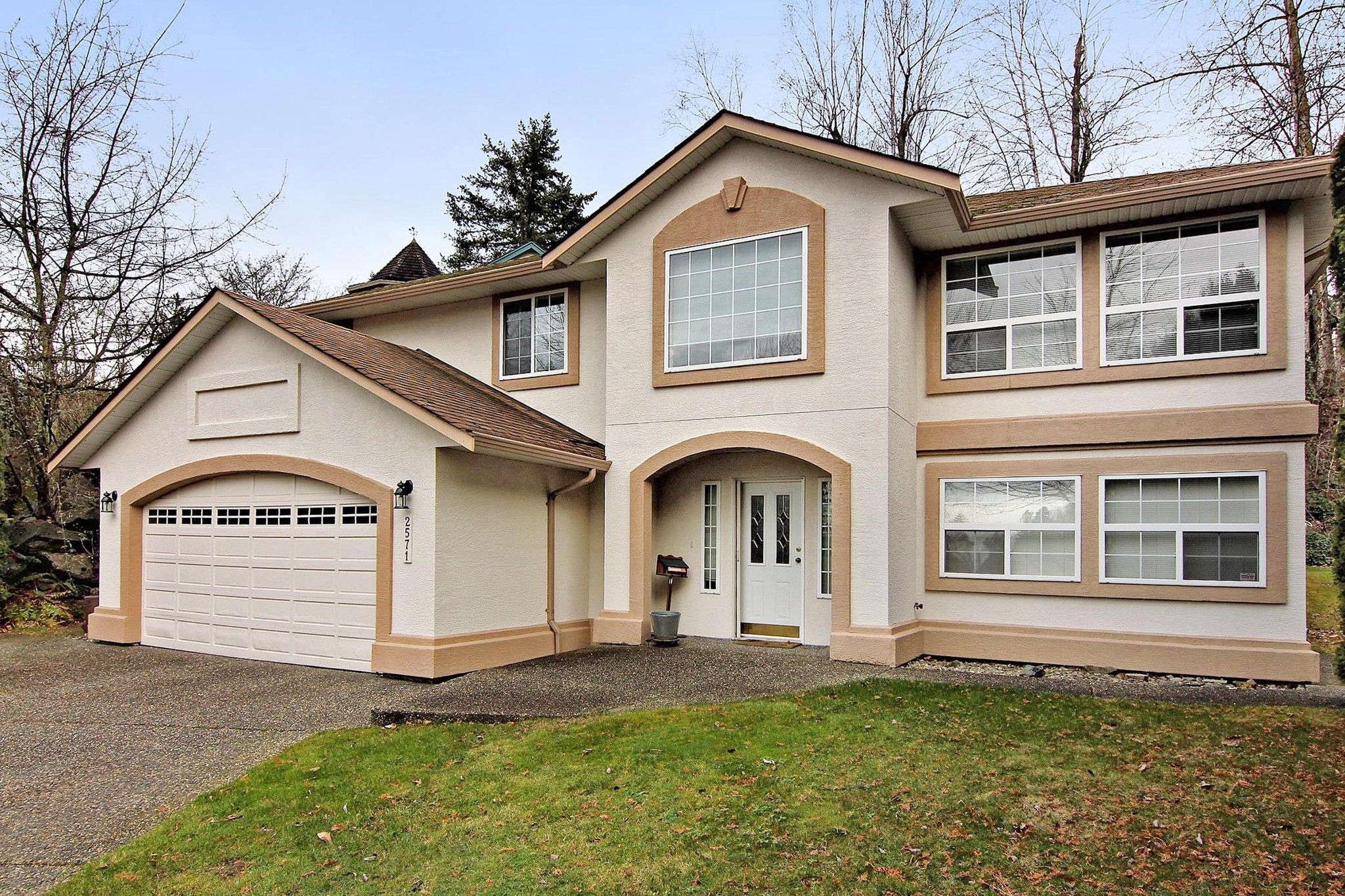 """Main Photo: 2571 WHATCOM Place in Abbotsford: Abbotsford East House for sale in """"Regal Park"""" : MLS®# R2332981"""