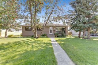 Main Photo: 150 Wedgewood Drive SW in Calgary: Wildwood Detached for sale : MLS®# A1142163