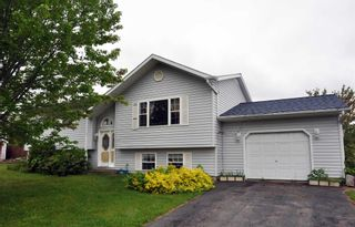 Photo 1: 605 Maxner Drive in Greenwood: 404-Kings County Residential for sale (Annapolis Valley)  : MLS®# 202113969