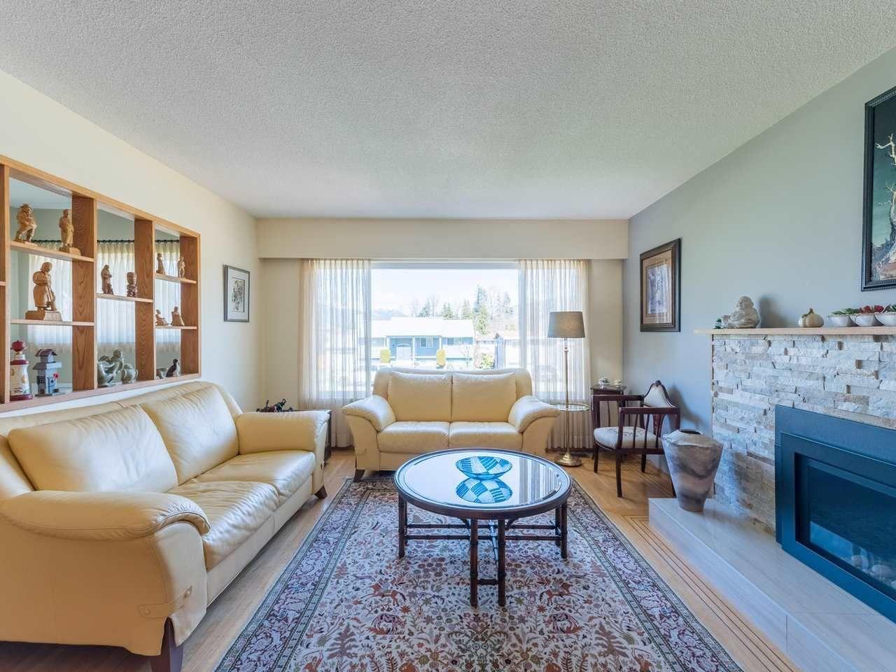 Photo 6: Photos: 808 REGAN Avenue in Coquitlam: Coquitlam West House for sale : MLS®# R2563486