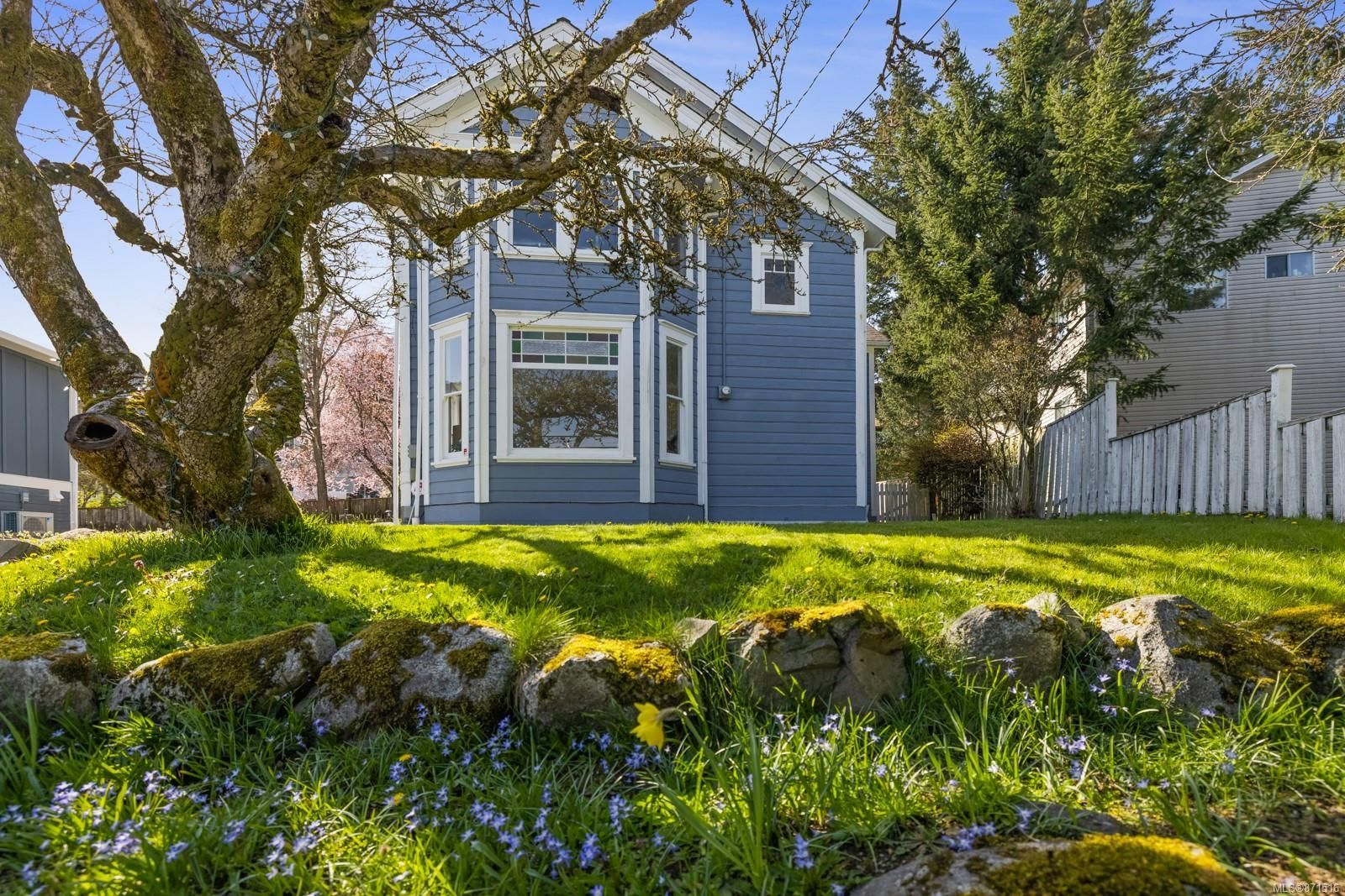 Main Photo: 7256 East Saanich Rd in Central Saanich: CS Keating House for sale : MLS®# 871516
