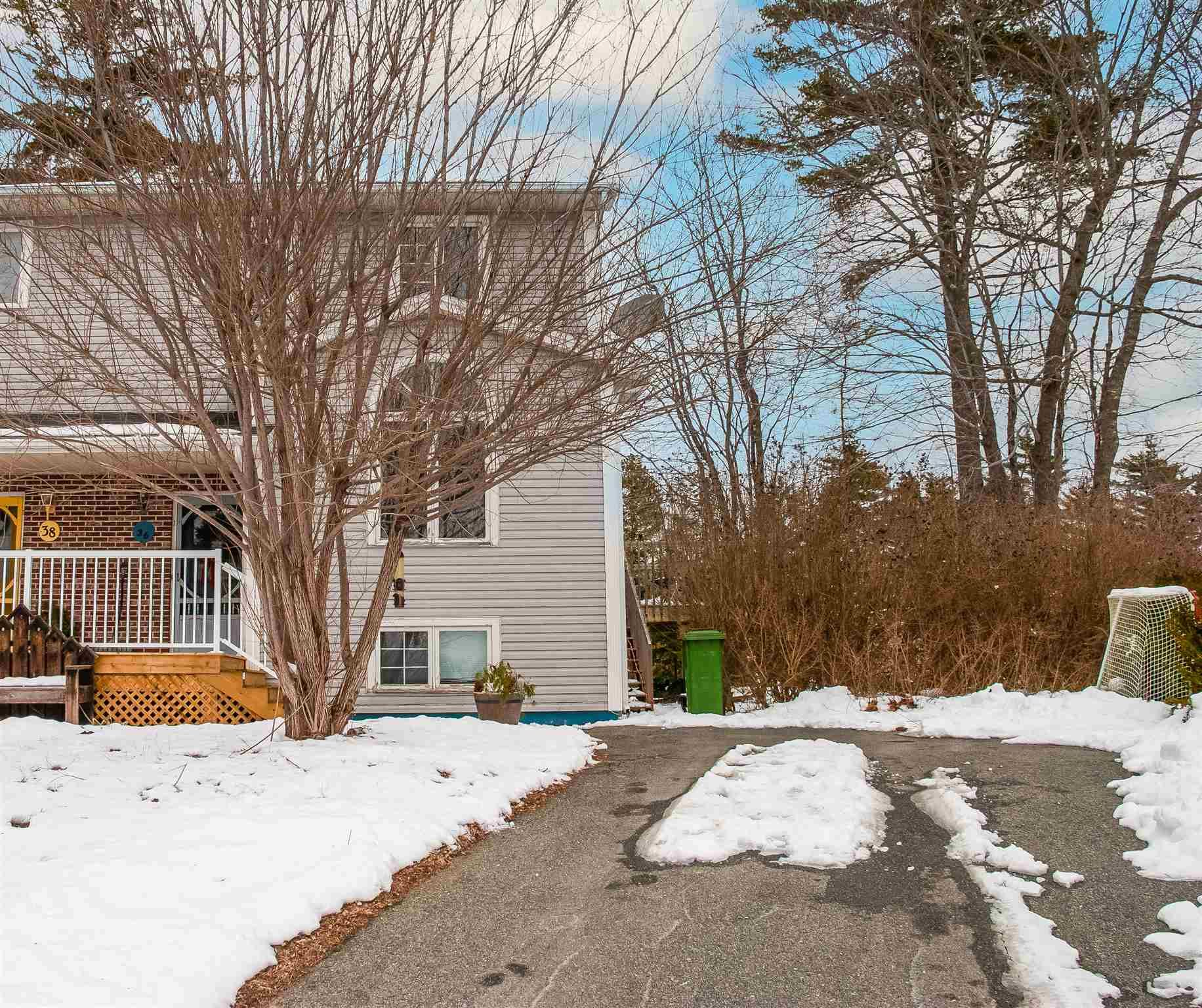 Main Photo: 36 Willowbend Court in Bridgewater: 405-Lunenburg County Residential for sale (South Shore)  : MLS®# 202101874