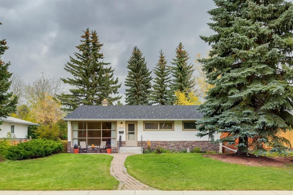 Main Photo: 2836 12 Avenue NW in Calgary: St Andrews Heights Detached for sale : MLS®# A1093477
