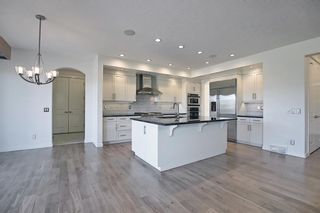 Photo 5: 8128 9 Avenue SW in Calgary: West Springs Detached for sale : MLS®# A1097942