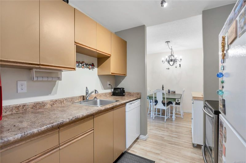FEATURED LISTING: 118 - 585 Dogwood St South