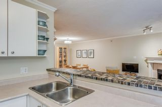 Photo 9: 102 1025 Meares St in Victoria: Vi Downtown Condo for sale : MLS®# 858477