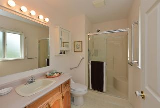 """Photo 15: 811 AURORA Way in Gibsons: Gibsons & Area House for sale in """"Upper Gibsons"""" (Sunshine Coast)  : MLS®# R2497143"""